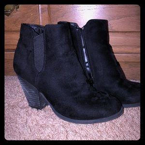 Mix No. 6 black booties size 6.5
